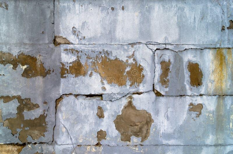 Bruten betongvägg med craked fotografering för bildbyråer