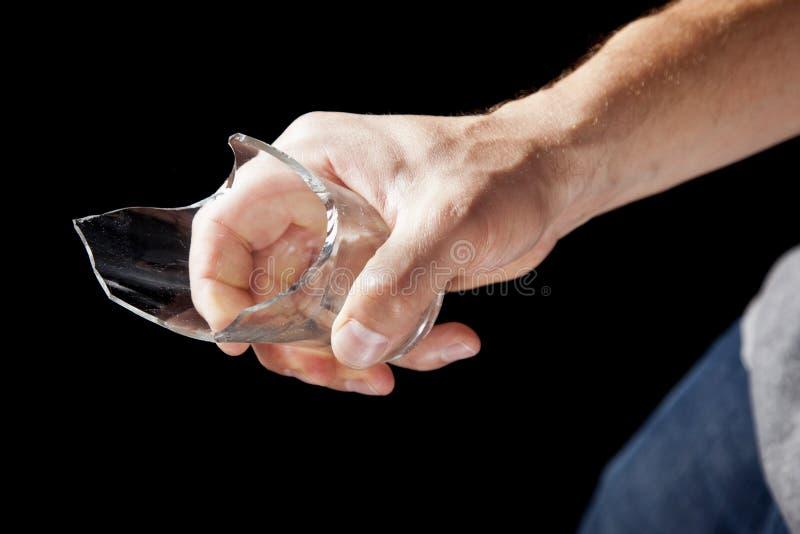 Brutet drinkexponeringsglas räcker in royaltyfria foton