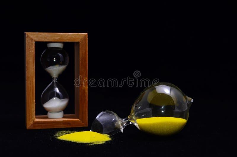 Brutet Glass timglas royaltyfria foton