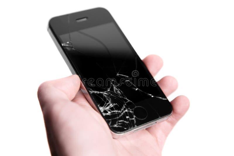 Brutet kraschat exponeringsglas på telefonen i hand på vit bakgrund royaltyfri foto