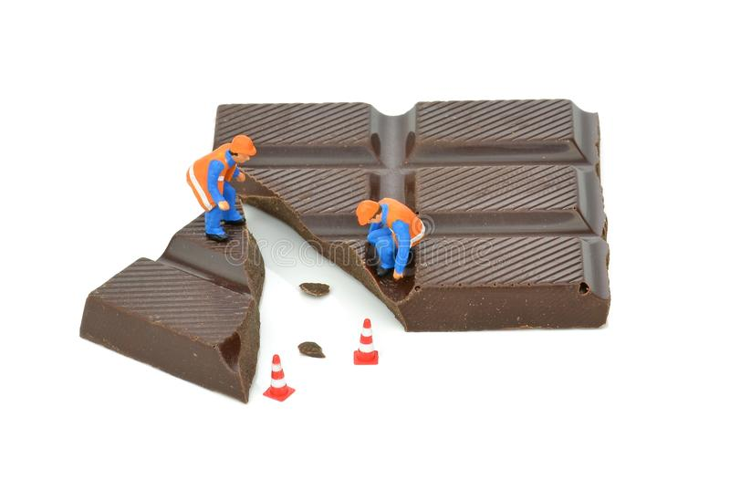 Brutet stycke av choklad royaltyfri foto