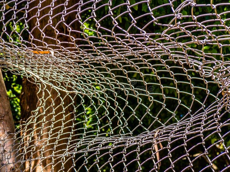 Brutet tråd-ingrepp staket arkivbild