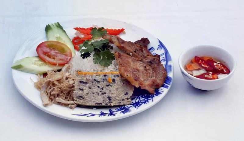 Brutna ris (Com-tam), vietnamesisk kokkonst royaltyfria foton