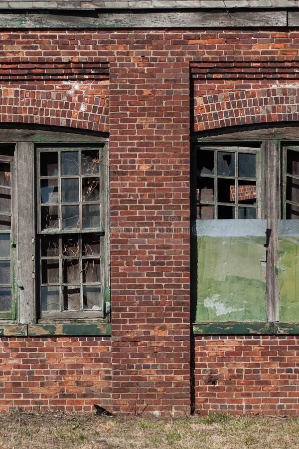 Brutna Windows på Sandy Hook royaltyfri foto