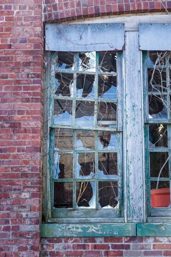 Brutna Windows på Sandy Hook arkivfoto