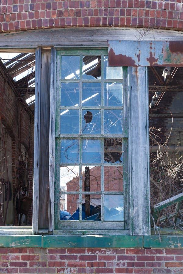 Brutna Windows på Sandy Hook arkivbilder