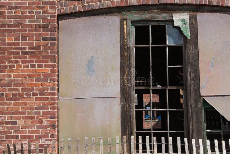 Brutna Windows på Sandy Hook royaltyfria foton