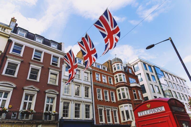 Bruton Street dans le secteur riche de Mayfair au CEN de ville de Londres image libre de droits