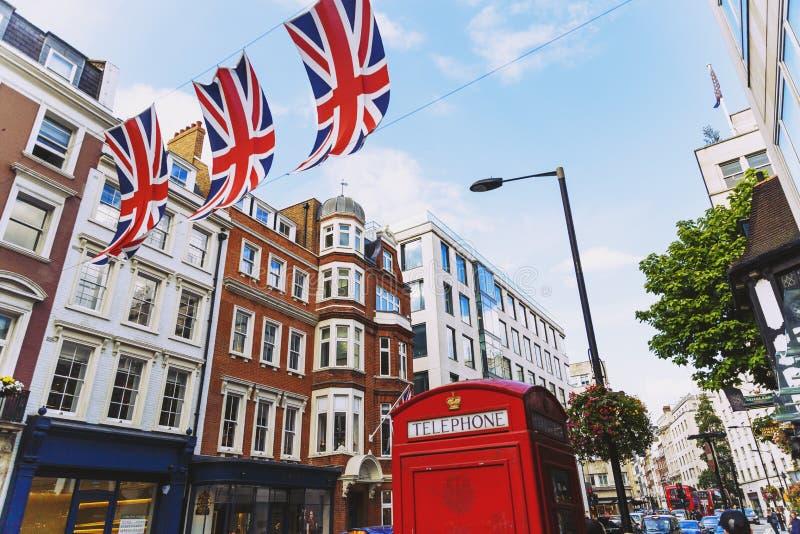 Bruton ulica w zamożnym terenie Mayfair w Londyńskim miasta cen zdjęcia stock