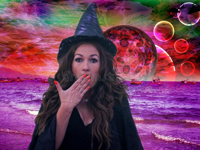 A bruxa é uma surpresa Bruxaria sobre fotografia de stock royalty free