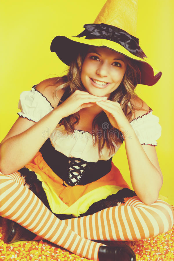 Bruxa bonita de Halloween fotos de stock