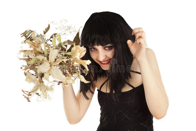 Bruxa com grupo das flores secas que olham crafty foto de stock royalty free