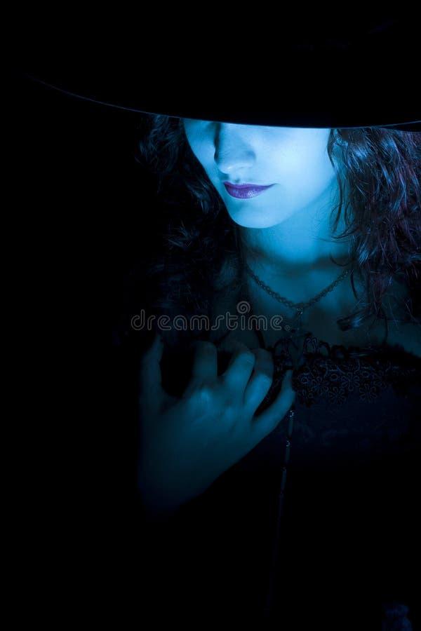 Bruxa consideravelmente azul imagens de stock
