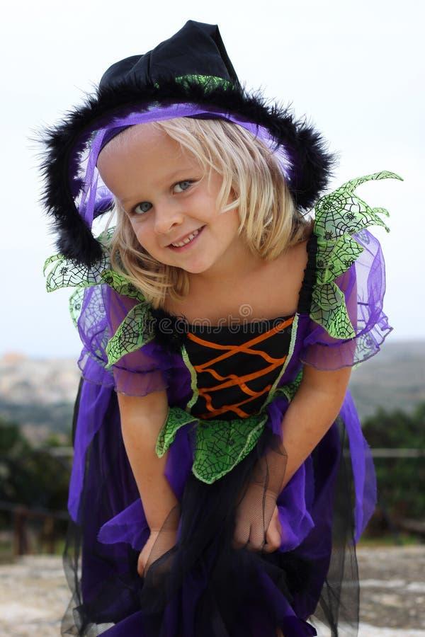 Bruxa da menina de Halloween fotografia de stock royalty free