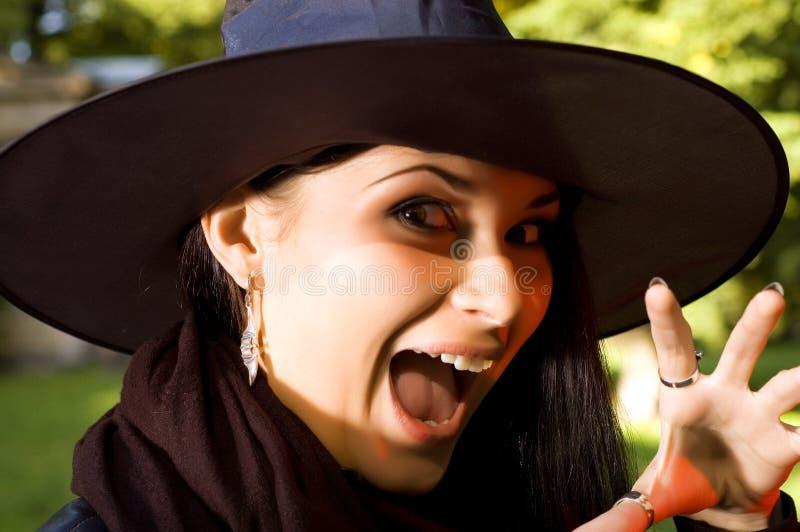 Bruxa gritando no chapéu fotografia de stock