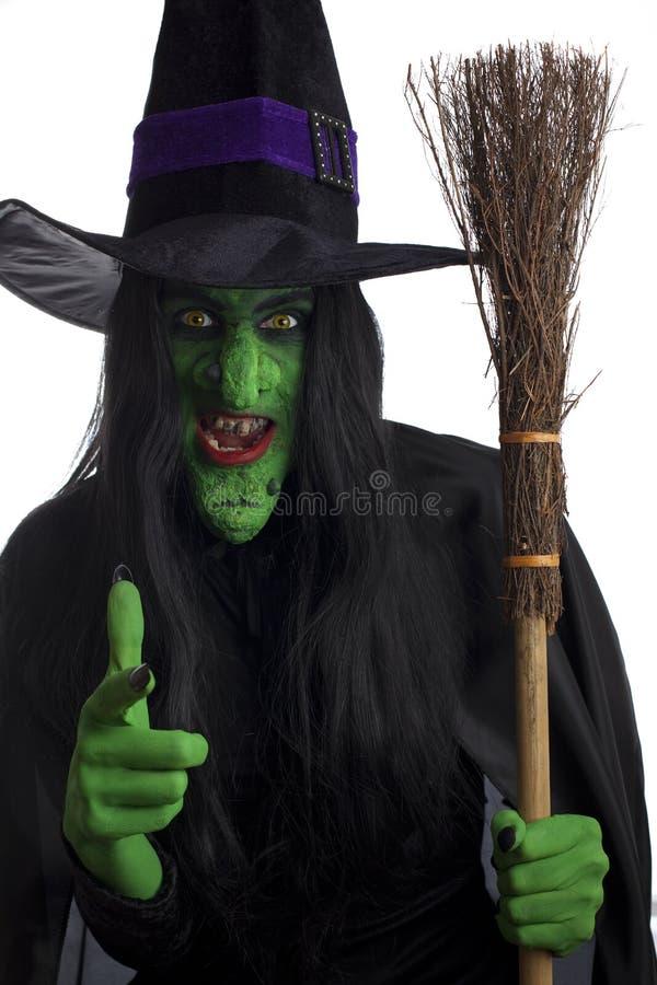 Bruxa má e seu broomstick. fotografia de stock royalty free