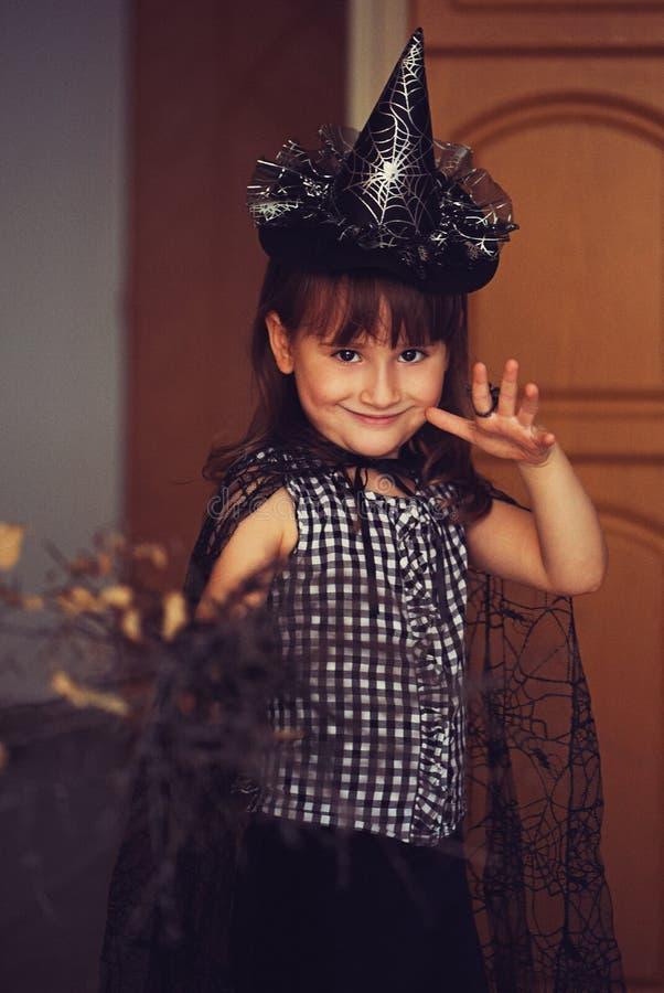 Bruxa pequena com vassoura foto de stock royalty free