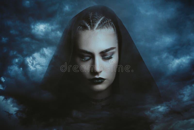 Bruxa poderosa do trovão foto de stock royalty free