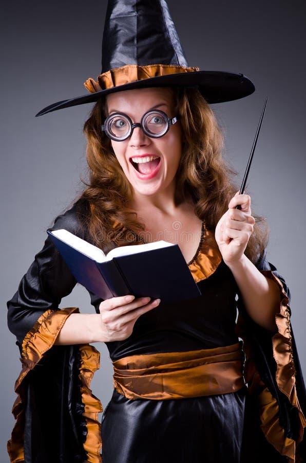 A bruxa que faz seus truques sujos imagens de stock