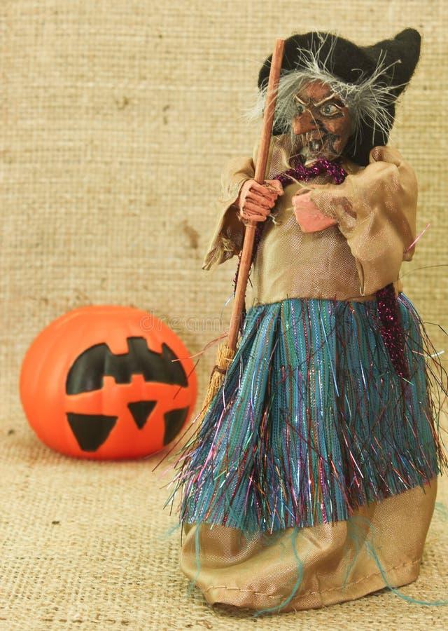 Bruxas feias assustadores e Jack Lantern Pumpkin de Dia das Bruxas fotografia de stock royalty free