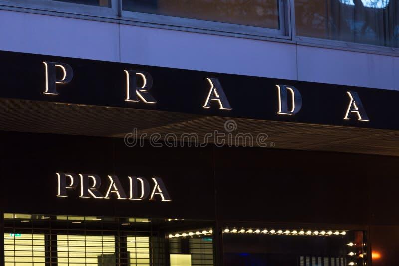 Bruxelas, Bruxelas/Bélgica - 13 12 18: a loja do prada assina dentro Bruxelas Bélgica imagem de stock royalty free
