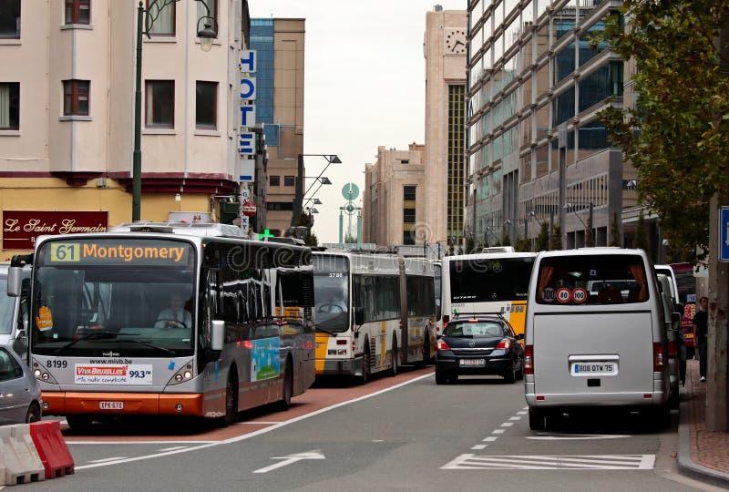 Bruxelas Bélgica 10/03/2010 Tráfego de ônibus congestionado no centro de Bruxelas foto de stock