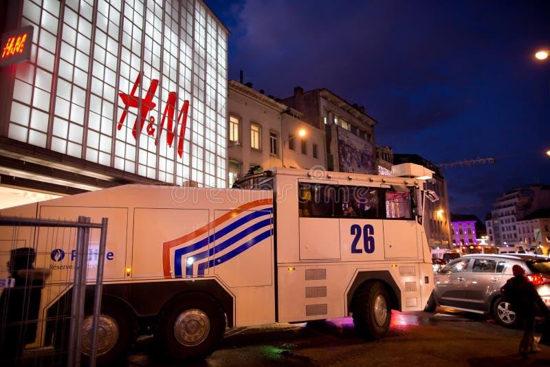 BRUXELAS - 25 DE NOVEMBRO DE 2017: A polícia de motim que restaura a ordem em Bruxelas após um protesto calmo contra a escravidão imagens de stock royalty free