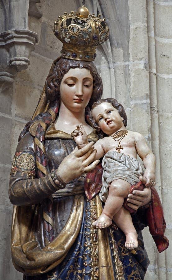 Bruxelas - estátua do Virgin Mary fotografia de stock