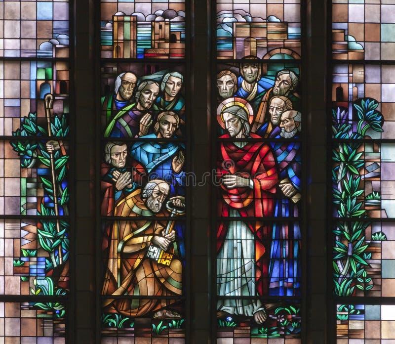 Bruxelas - Jesus dê a Peter as chaves ao reino - basílica fotografia de stock