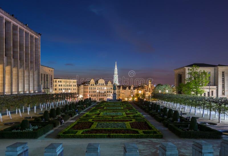 Bruxelas na noite, Bélgica fotografia de stock royalty free