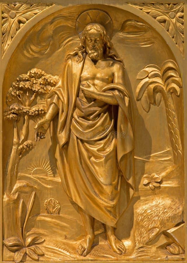 Bruxelas - o relevo de Cristo ressuscitado no altar lateral de 19 centavo na igreja de St Jacques no Coudenberg imagem de stock royalty free