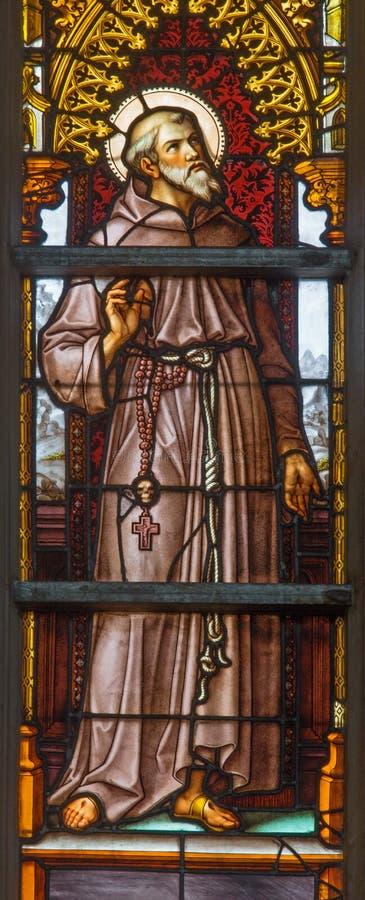 Bruxelas - St Francis de Assisi no windwopane de 19 centavo na catedral de St Michael e de st Gudula foto de stock royalty free