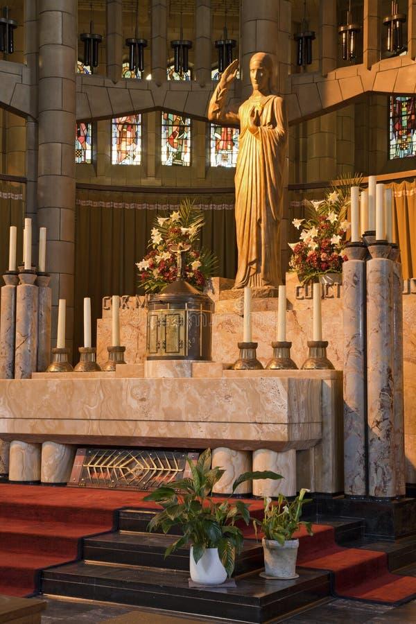 Bruxelles - autel dans la basilique du coeur sacré photos libres de droits