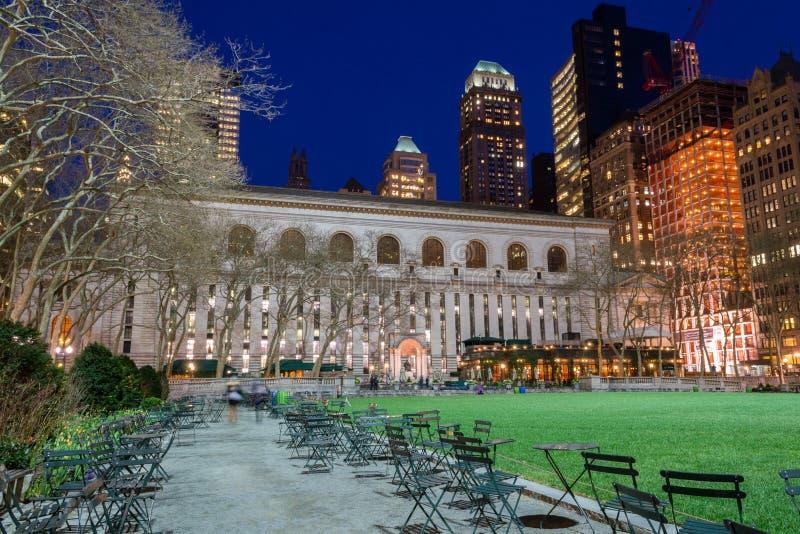 Bryant Park et bibliothèque publique de NY photographie stock