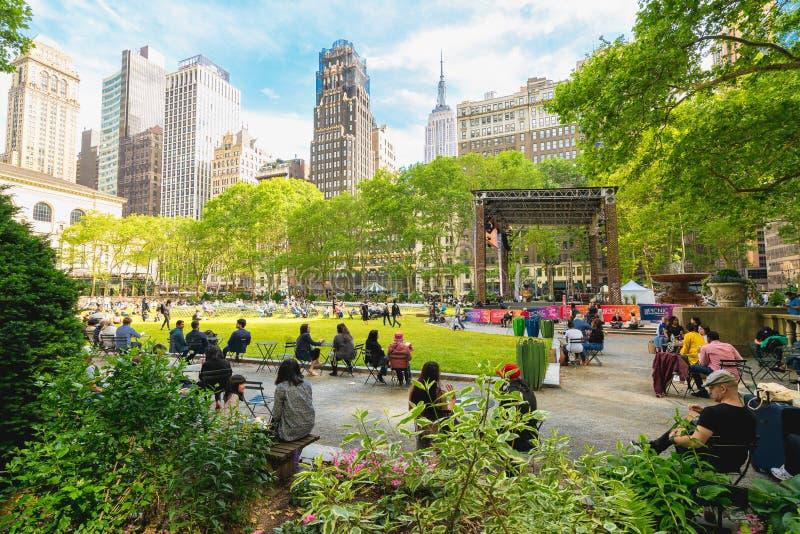Bryant Park ocks? som ?r bekant som Manhattan stadfyrkanten, NYC fotografering för bildbyråer