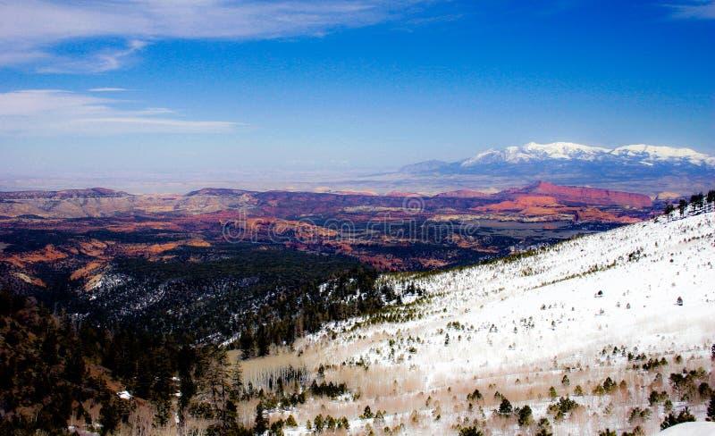 Bryce Canyon debajo de la nieve fotos de archivo