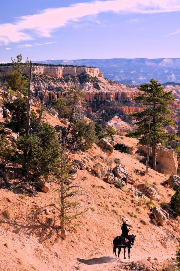Bryce Canyon Hoodoo & x27;s mit Pferdereiter lizenzfreie stockbilder