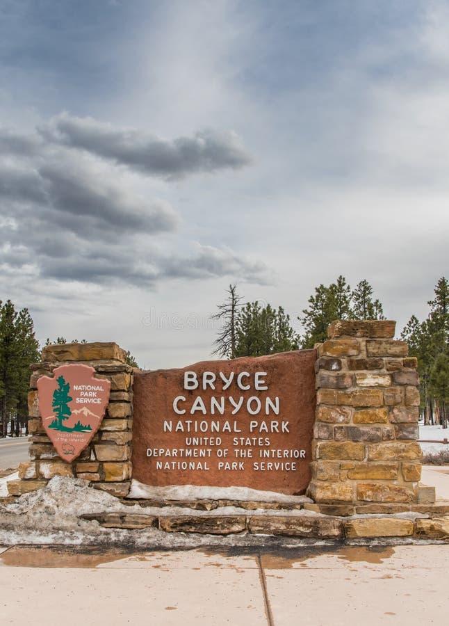 Bryce Canyon National Park Entry teckenlodlinje royaltyfri bild