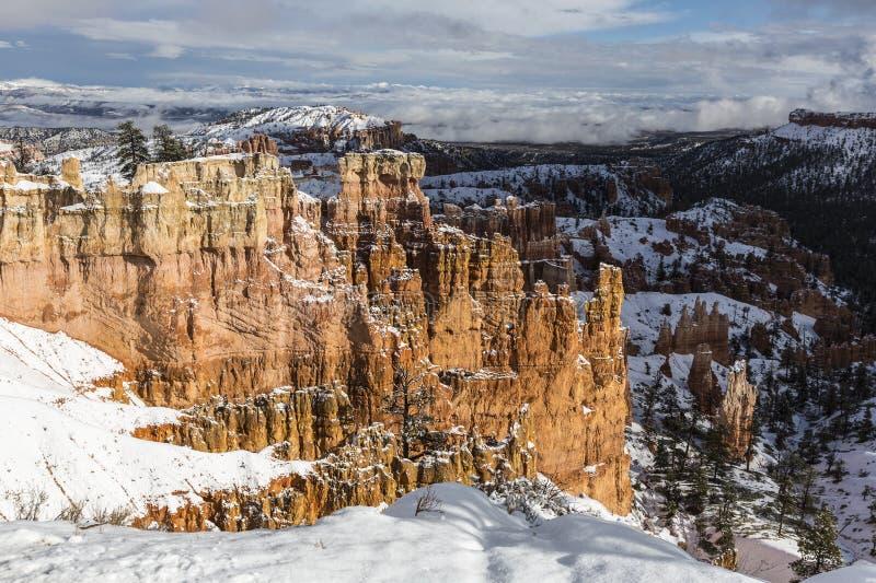 Bryce Canyon National Park Winter-Mening van Rim Trail stock foto