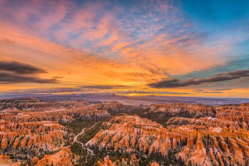 Bryce Canyon på gryning royaltyfri fotografi