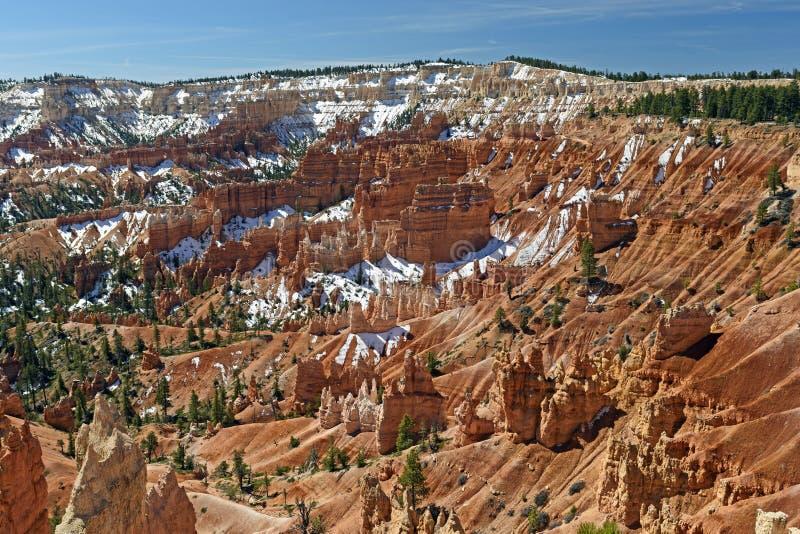 Bryce Canyon Panorama en nieve de la primavera fotografía de archivo libre de regalías