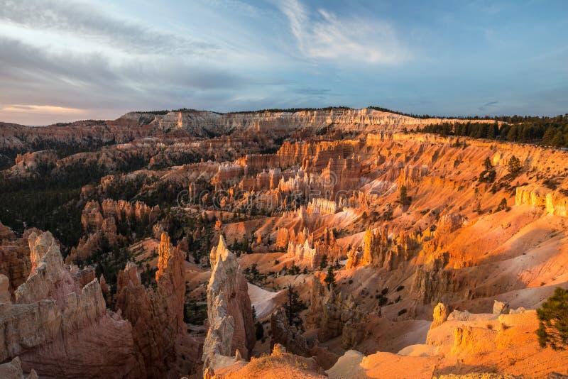 Bryce kanjon på soluppgången arkivfoton