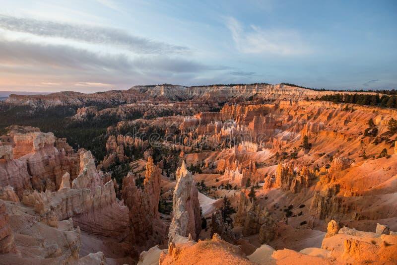 Bryce kanjon på soluppgången royaltyfri fotografi