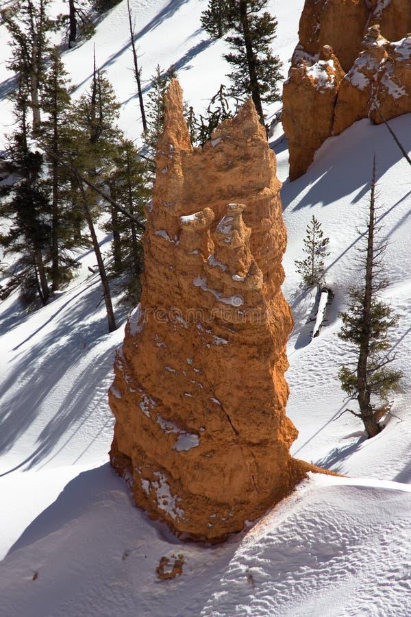 Bryce Schlucht-Felsen im Schnee lizenzfreies stockfoto