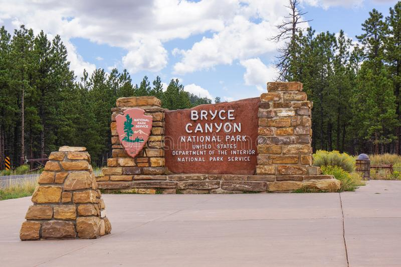 Bryce Schlucht-Nationalpark-Eingangs-Zeichen stockfoto
