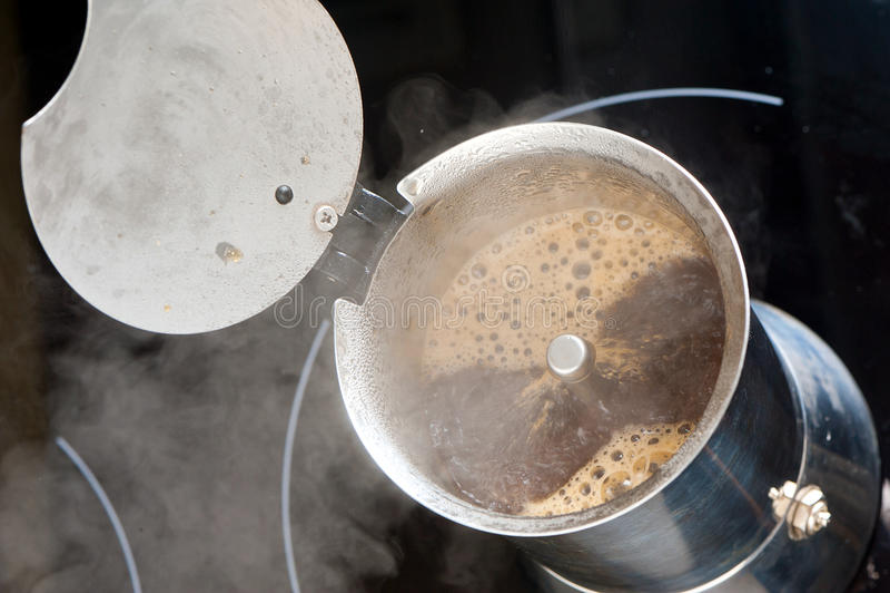 Brygga kaffe arkivbild