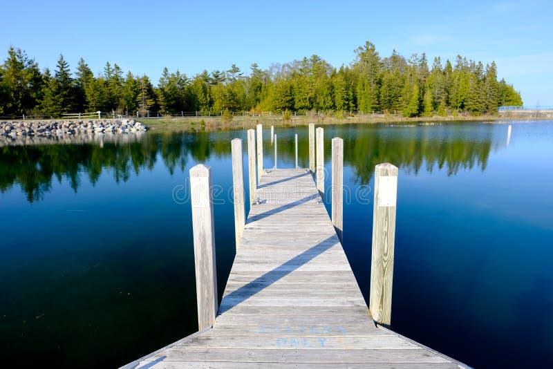 Brygga på Lake Huron royaltyfri foto