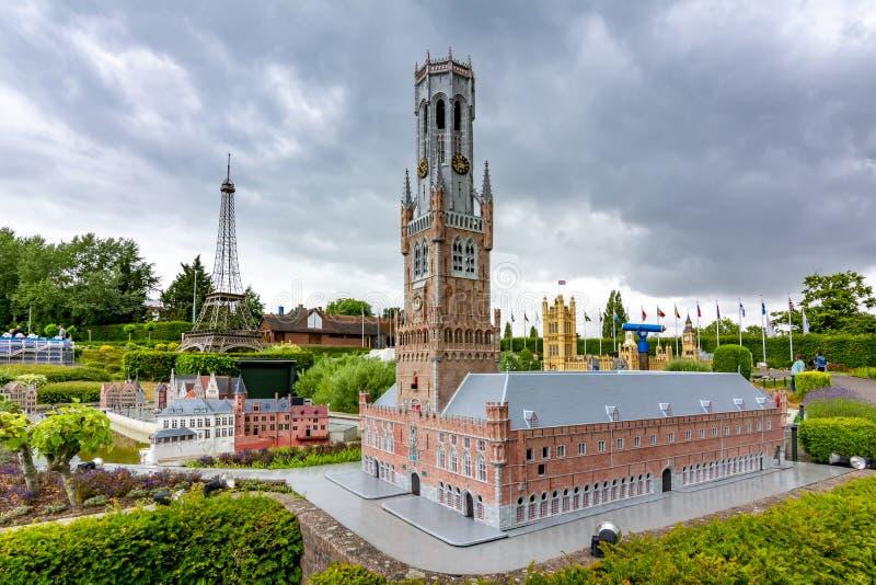 Brygge Town Hall, Big Ben och Eiffel Tower i mini Europe Park, Bryssel, Belgien fotografering för bildbyråer