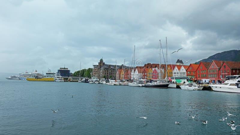 Bryggen, casas de madeira coloridas famosas do distrito histórico velho do porto em Bergen, Noruega imagens de stock royalty free