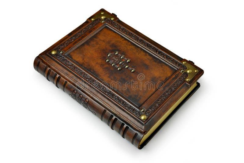 Bryna l?derbokomslag med tr?det av liv, det Kabbalah symbolet som omges med djupt pr?glade ram- och metallh?rn royaltyfria foton